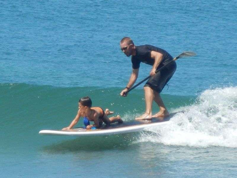 .....der Stehpaddler hat die Welle gefunden....