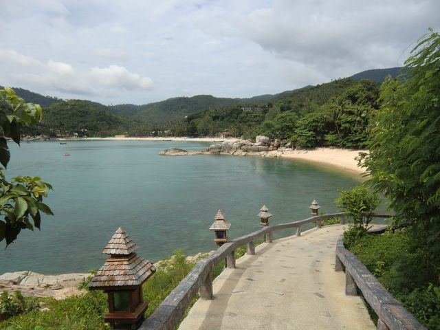 """im Hintergrund der Strand von Thong Nai Pan Noi und vorne der """"Privatstrand"""""""